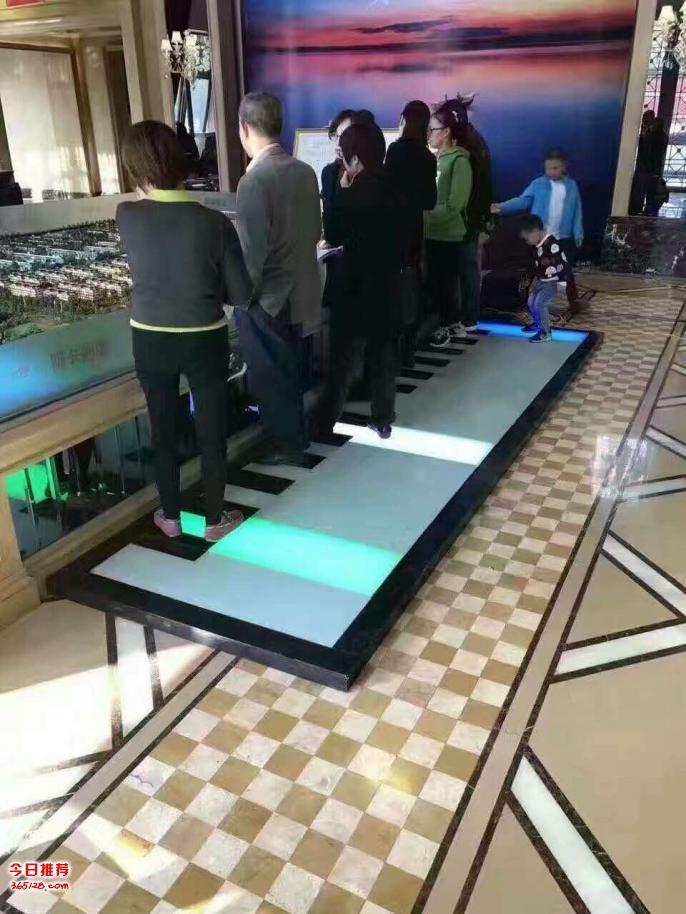 天津武清玻璃钢互动音符地板钢琴租赁镜子迷宫自己撞自己设备租售