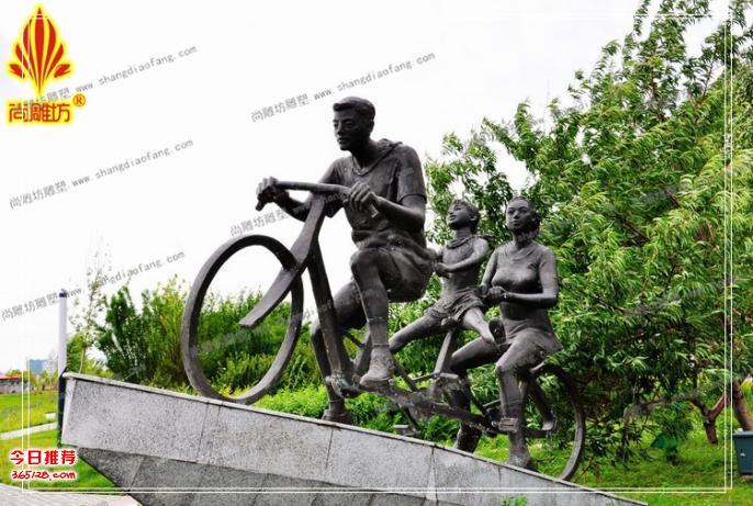 骑自行车造型玻璃钢体育素材运动主题绿地公园仿铜组合玻璃钢工艺