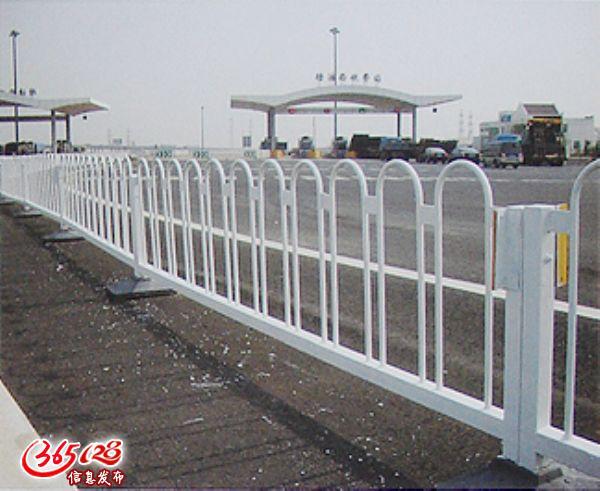 铁艺护栏网,锌钢护栏网,异形护栏网,Y型护栏网,公路护栏网