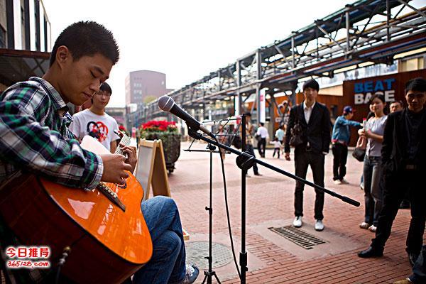 龙华附近零基础学吉他的琴行,免费体验吉他课程预约中