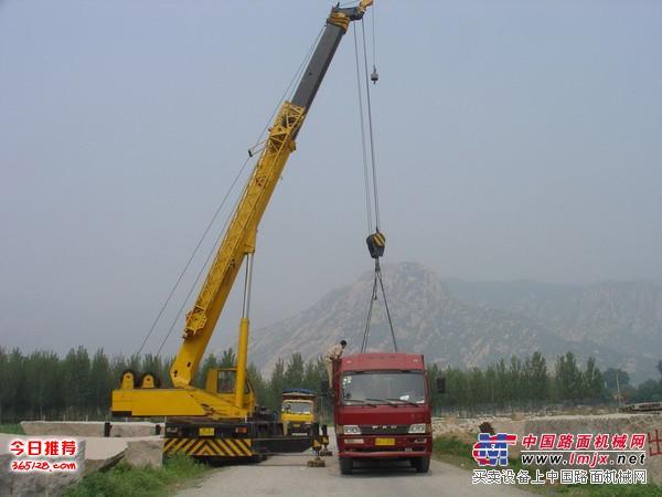 上海浦东南汇新城镇吊车叉车出租搬厂设备吊装