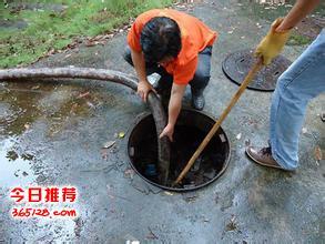 武汉水务局江岸区清理淤泥池箱涵清理
