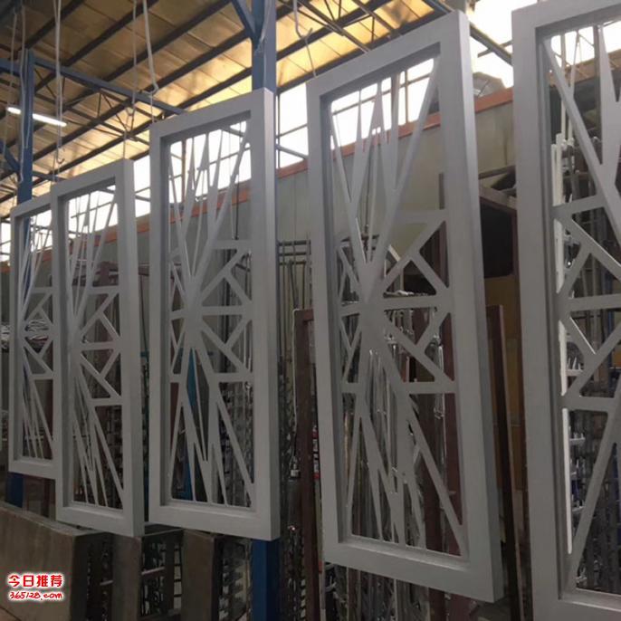 内蒙古铝窗格 木纹铝窗花 镂空铝板窗花