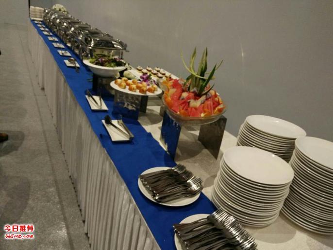 自助餐外卖上门现场制作西式自助餐美食包桌椅餐具人员现场服务