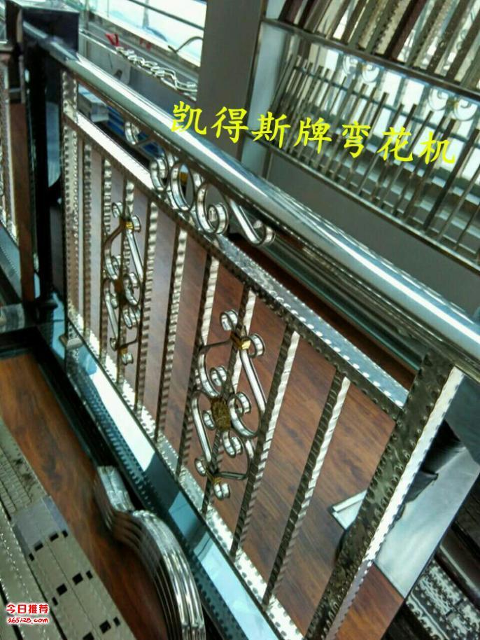 几乎所有的铁艺大门、围栏、楼梯、家俱、工艺品的造型和艺术图案都是由C形花、S形花、P形花这几个最基本的铁艺花形拼成的,KF-20型电动气动型弯花机,就是把不锈钢10*20的扁管,快速、方便、省力的弯曲成各种大小的C、S、P形不锈钢艺金属花形(也叫成型C、S、P),其半自动化设计、时控定位、自动归零确保了弯花的一致性,它加工速度快,省时省力。