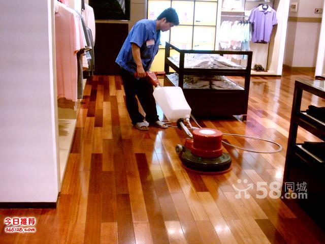 青岛木地板翻新服务 各种档次的地板销售 维修 安装 补漆打蜡