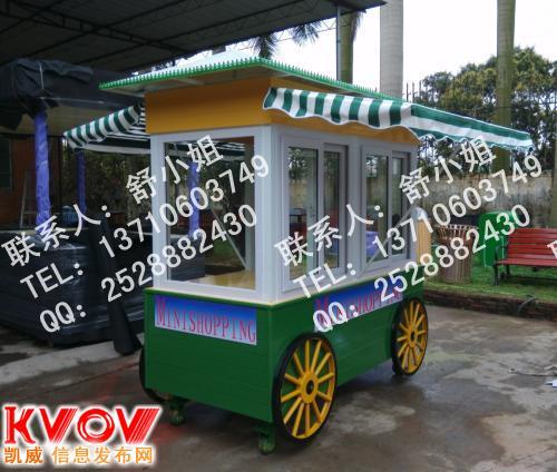 澳门饰品木制展示车,移动户外休闲售货车,广场售货车高清图片