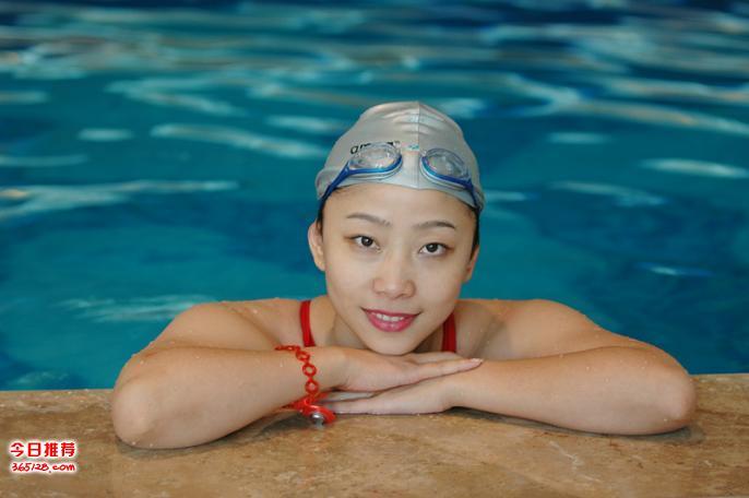 冬天学游泳恒温池游泳培训成人学游泳游泳私教正在招生随报随
